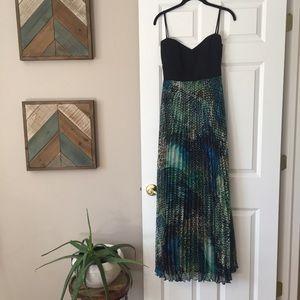 Laundry by Shelli Segal V-neck and Back Dress